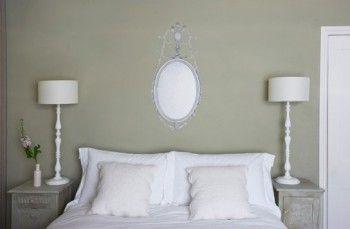 Muebles y accesorios vintage impresos en papel de paredes 4