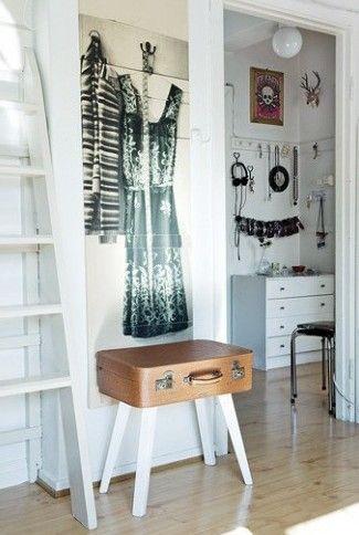 Muebles y accesorios vintage impresos en papel de paredes 5