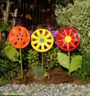 Decorar el jard n con llantas for Modelos de jardines pequenos con llantas