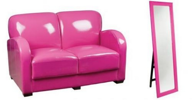 Decorar sala con sofa fucsia  4