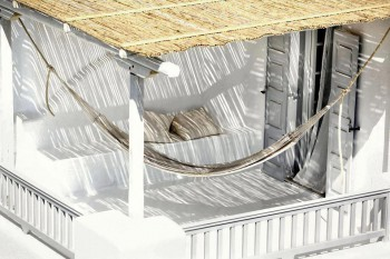 Decorar un balcon rustico