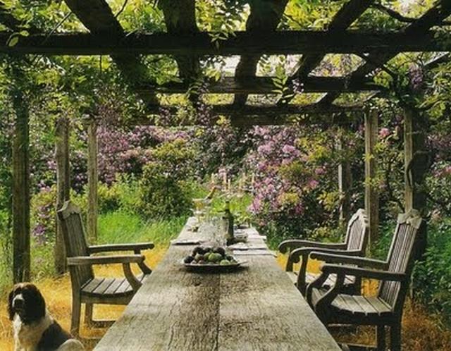 Decorar un comedor en el jard n for Jardines rusticos fotos