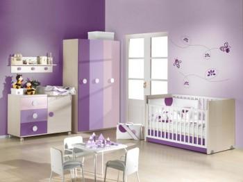 Dormitorio de niña en lila y blanco 2
