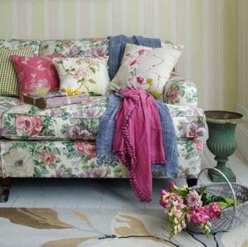 Textiles con estampados floreados en primavera - verano