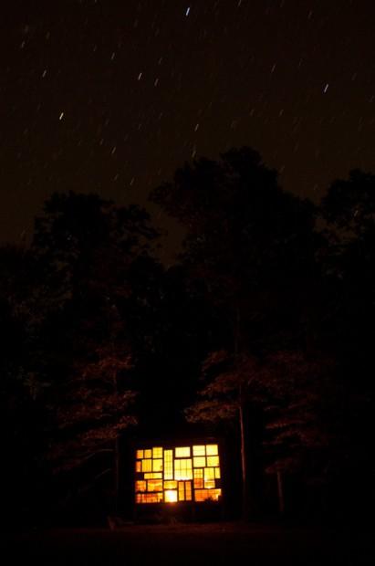 La casa de ventanas nocturno