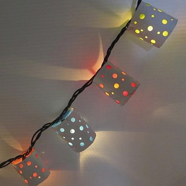 Como hacer guirnaldas de lamparas para decorar 6