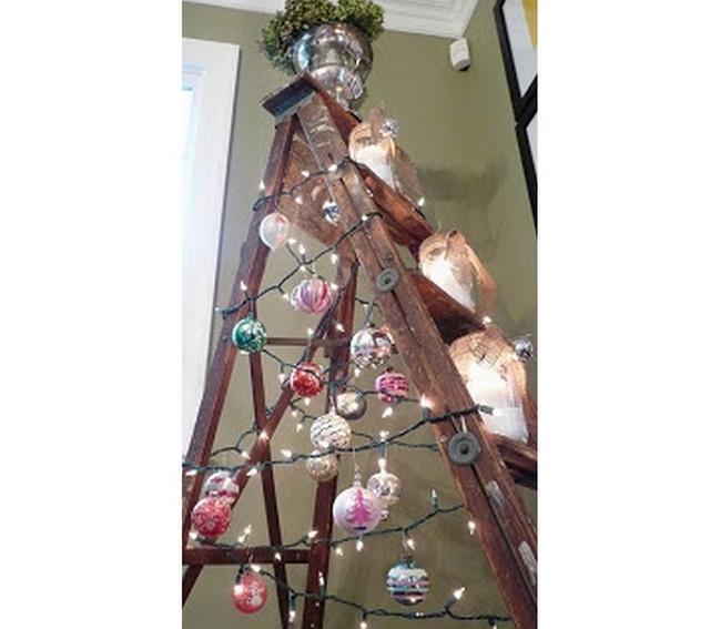 Decoracion de Navidad con escaleras viejas 4