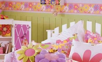 Dormitorio de niñas decorado con flores