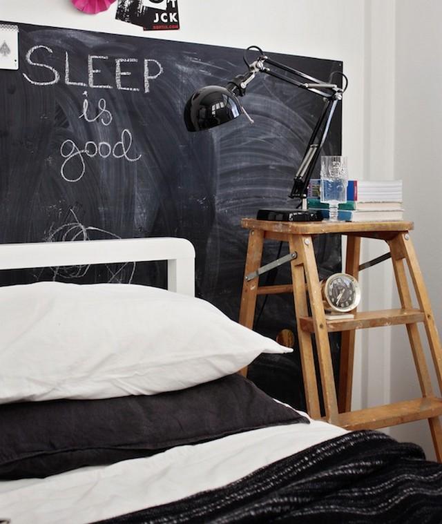 Una pizarra como cabecero de cama 4