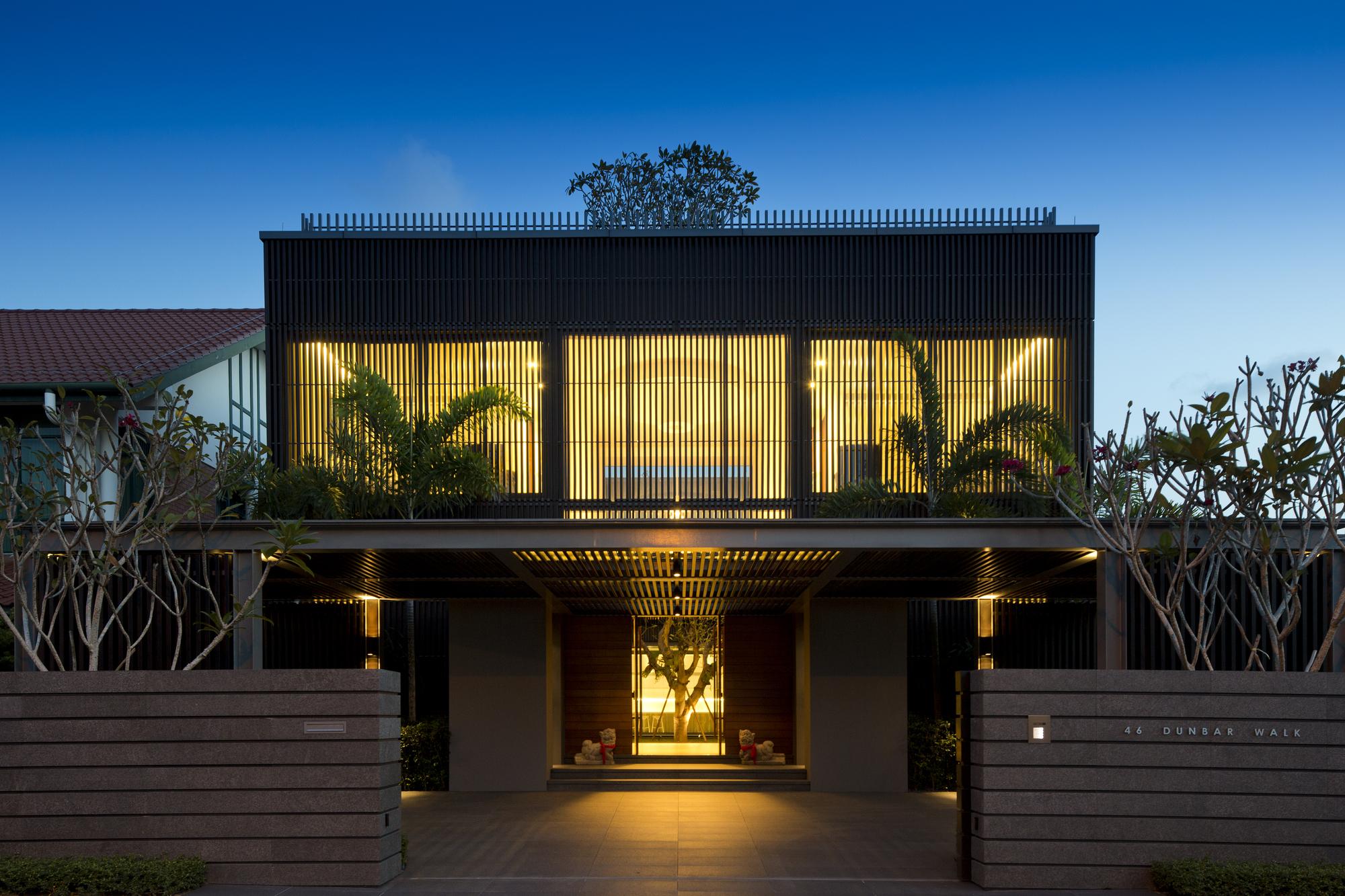 Arquitectura moderna para el rbol centenario for Casas de container modernas