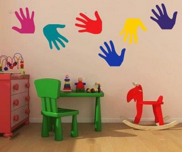 Decorar la habitaci n de los ni os con huellas de sus manos - Decoracion en paredes para ninos ...