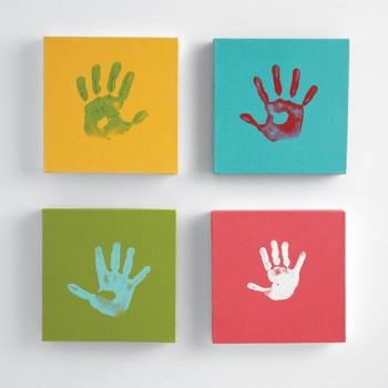 Decorar la habitacion de los niños con huellas de sus manos