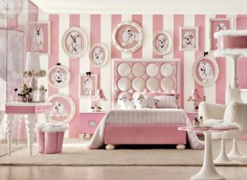 Dormitorio de niñas decorado con figuras de perro caniche