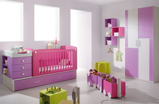 Dormitorio de ni as en fucsia y lila for Pared de habitacion decorada