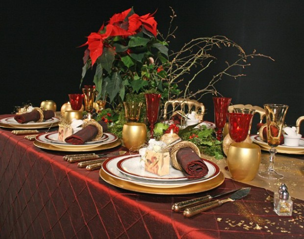 Decorando el comedor para la navidad.
