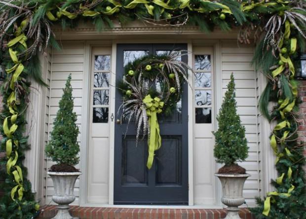 Decorando la entrada del hogar con detalles navideños