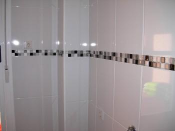 Cenefas autoadhesivas en el baño