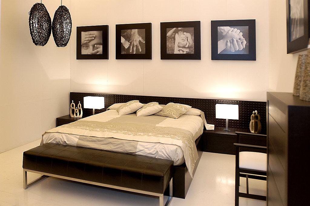 Dormitorios de estilo japones c mo decorarlos - Cuadros encima cabecero cama ...