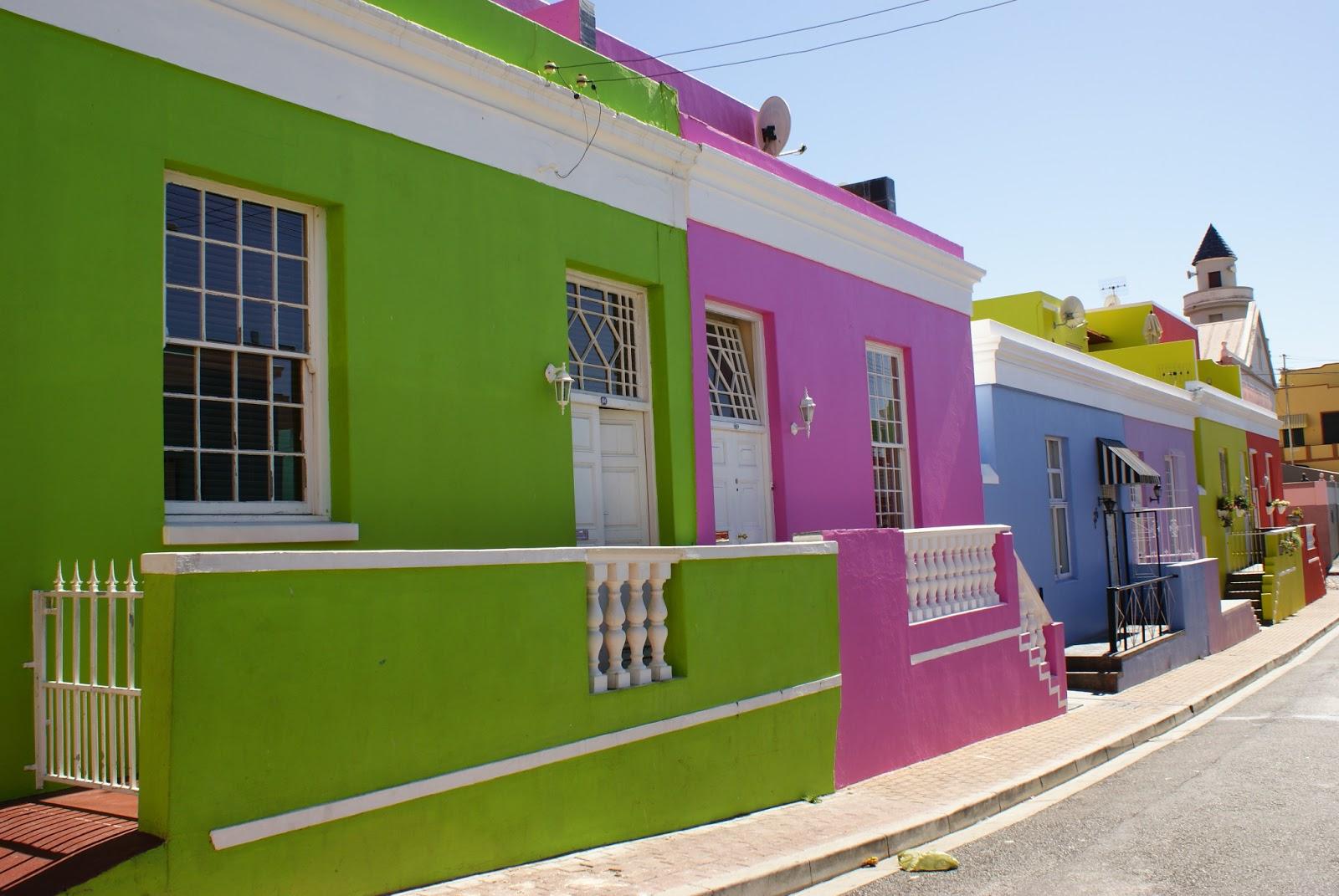 Trucos e ideas para pintar la fachada for Zocalos de fachadas fotos