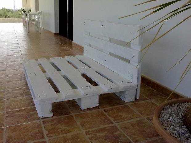 Buen uso de los muebles de palé en el jardín.