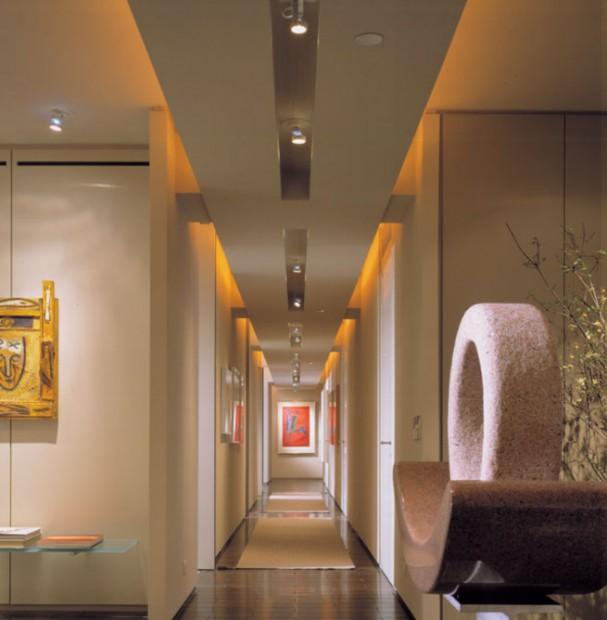 Correcta iluminación de pasillos.