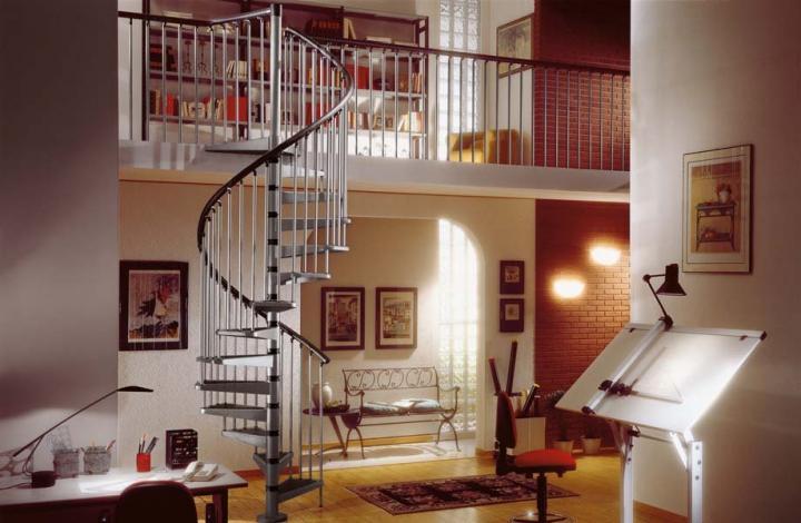 Dise os de escaleras que ahorran espacio for Escaleras para 3 pisos