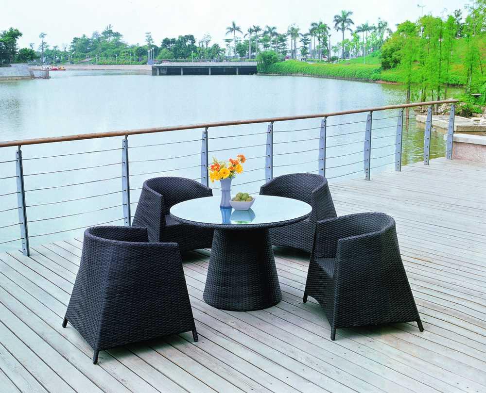 Materiales ideales para el exterior for Muebles para jardin exterior