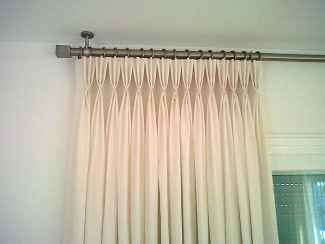 Utilidad de los paneles, estores y persianas en la decoración de las ventanas.