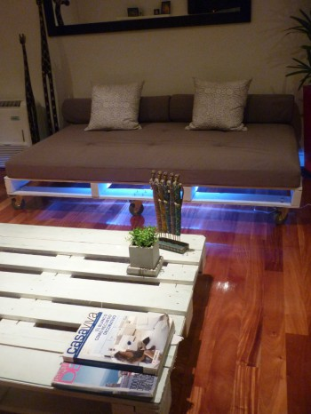 Muebles de palets con luces LED