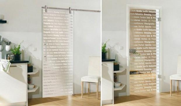 El uso de las puertas de cristal decorativas en cocinas.