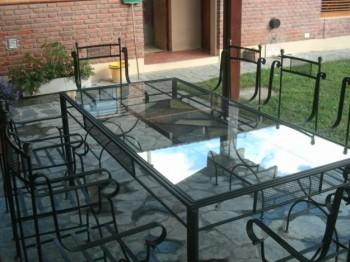 Mobiliarios hechos con hierro forjado.
