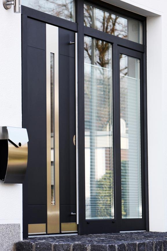 Fotos de puertas de aluminio modernas for Imagenes de ventanas de aluminio modernas