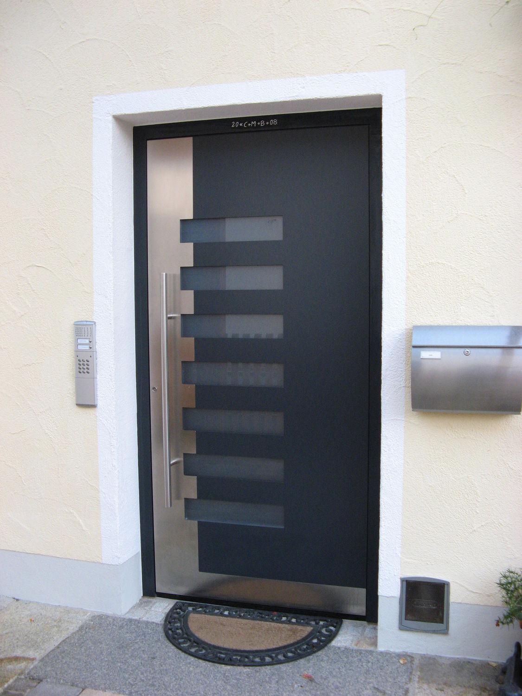 Fotos de puertas de aluminio modernas for Puertas de entrada de casas modernas