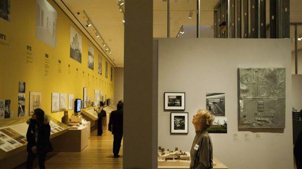 Exposición de Arquitectura Latinoamericana en el museo de arte moderno