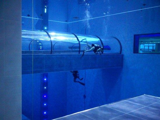 Y-40, la piscina más grande del planeta.
