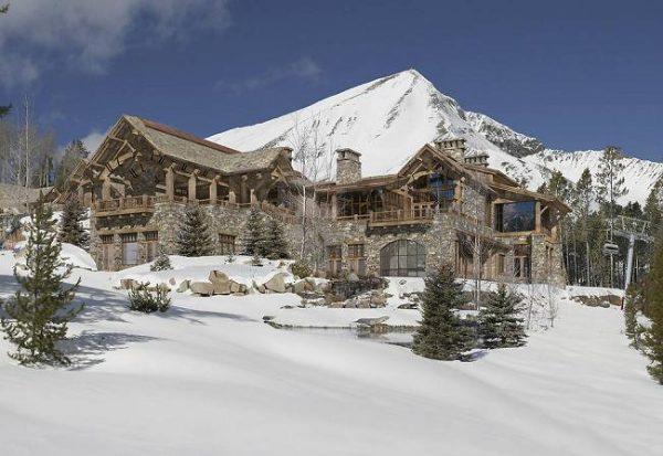 El Pinnacle es propiedad de Tim Blixseth, el propietario de Yellowstone clud. La casa es más pequeña que las otras en la lista, pero la propiedad y su ubicación lo compensan.