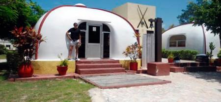 Casas antisísmicas construidas con material reciclable.