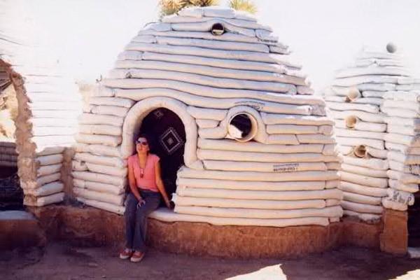 Casas antisísmicas elaboradas con material reciclable.
