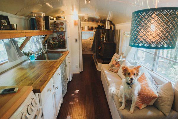 La casa autobús: Una casa construida sobre un autobús escolar